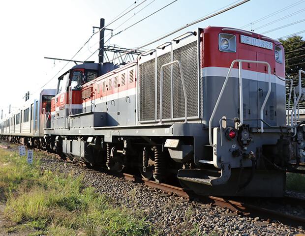 JRの列車に連結されて走る1000系